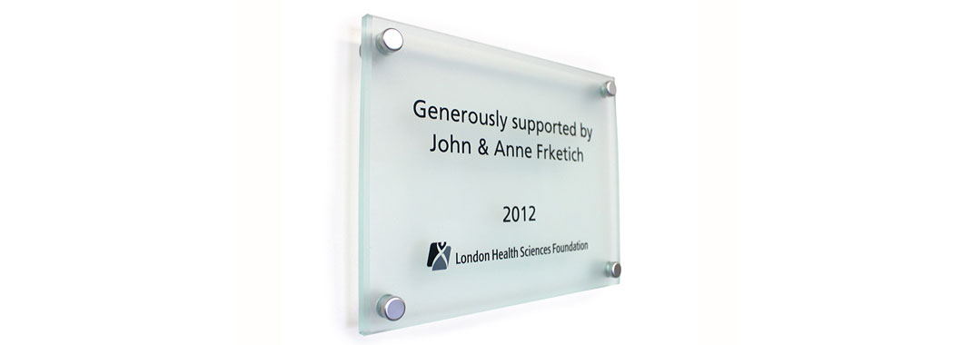 Stand off donor plaque